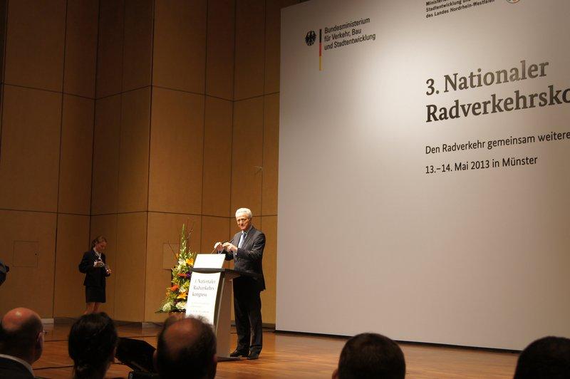 Minister Ramsauer bei der Begrüßung, Foto: e-Rad Hafen