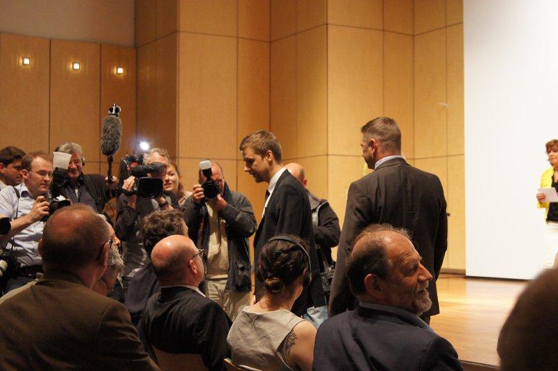 """Minister Ramsauer bekommt den """"goldenen Klappspaten"""", Foto: e-Rad Hafen"""